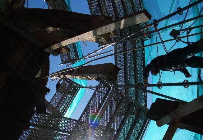foto van de molen de Noorder M in de steigers